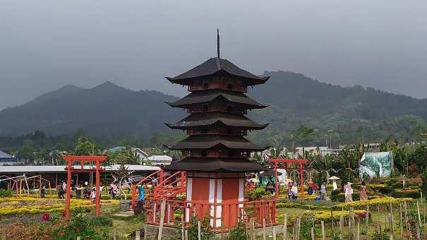 foto taman wisata rainbow garden kutabawa purbalingga