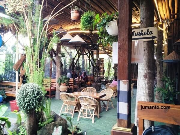 gambar suasana tempat makan favorit di lampung