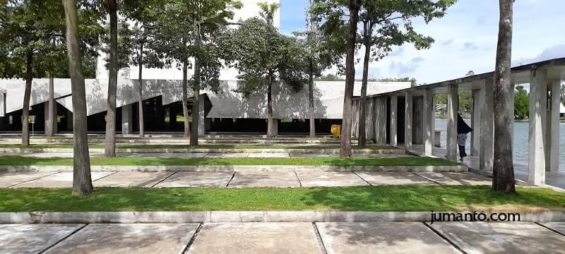 kompleks halaman masjid agung tubabar
