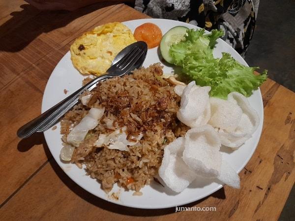 menu nasi goreng maknononi cafe village bandar lampung