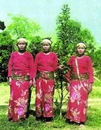 khumi-woman