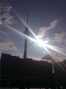 Berlin Alexanderplatz mit dem typischen re:publica-Wetter: Strahlender Sonnenschein
