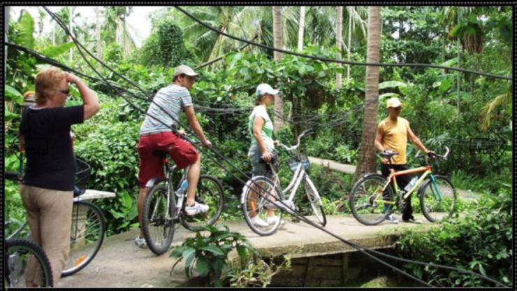 Klik op de foto en ga naar de bron waar je de fietstocht kan boeken