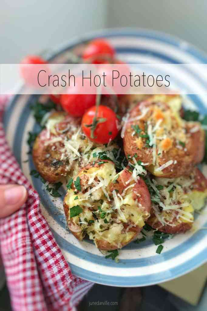 Easy crash hot potatoes: crispy crushed au gratin spuds... See how a good old boiled potato turns your dinner into an exciting food feast!