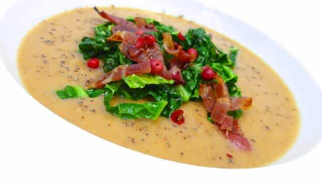 My super creamy chestnut soup: a sweet and velvety soup topped with crunchy salted bacon and crisp stir fried kale... Lovely!