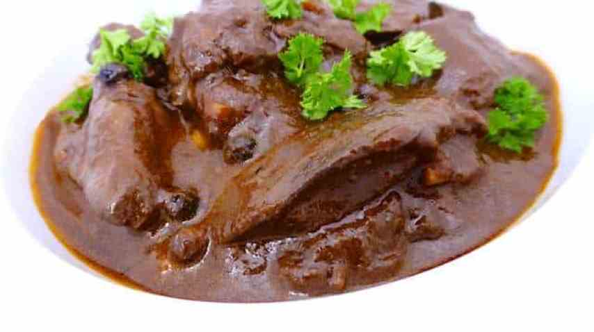My chicken liver stew, a dark and powerful stew for liver lovers... Chicken livers in a rich por wine and balsamic vinegar sauce!