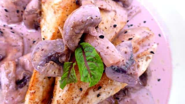 Creamy chicken with port sauce and mushrooms: make way for a family classic... This recipe comes from my husband's grandmother!