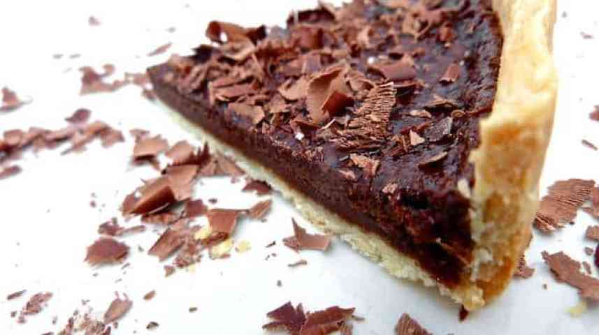 Yum, this chocolate tart recipe is delicious! A creamy chocolate filling in a perfect pastry crust. What a great dessert...
