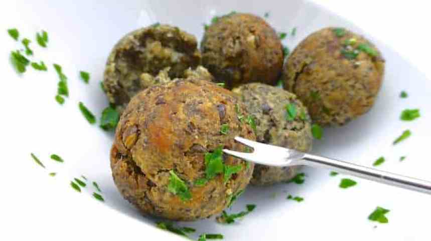 I prepare these lentil fritters very often: they are so easy to make and such a delicious vegetarian finger food and appetizer!