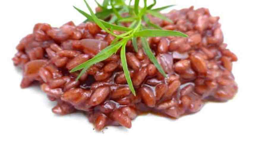 Classic Italian red wine risotto: doesn't that sound just great? I bet you are going to love! Great side dish for sausages by the way.
