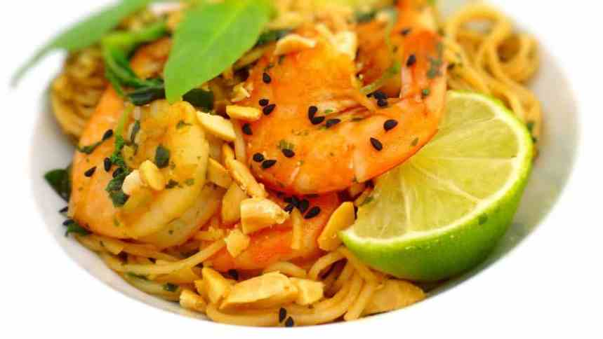 This is a flavorful Thai basil shrimp recipe, a simple noodle stir fry with amazing Thai flavors! I love the combination of noodles and shrimp...