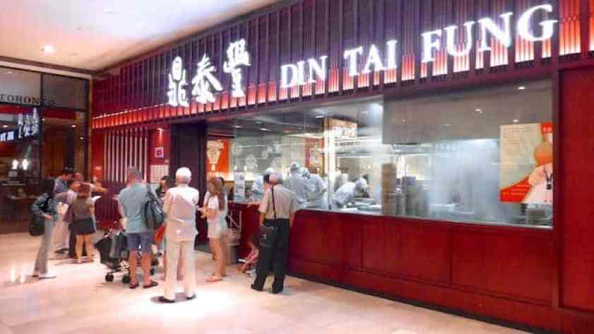 Read all about our fabulous lunch at Taiwanese Din Tai Fung in Kuala Lumpur! The black truffle xiao long bao are to die for...