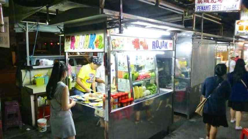 What to eat for dinner at the night food stalls of Gurney Drive, Penang.