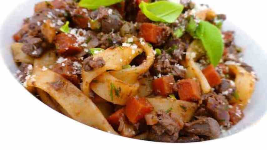 My chunky liver sauce ragu: a spaghetti sauce with creamy baked chicken livers instead of minced meat... Love liver? Then you will love this ragu!
