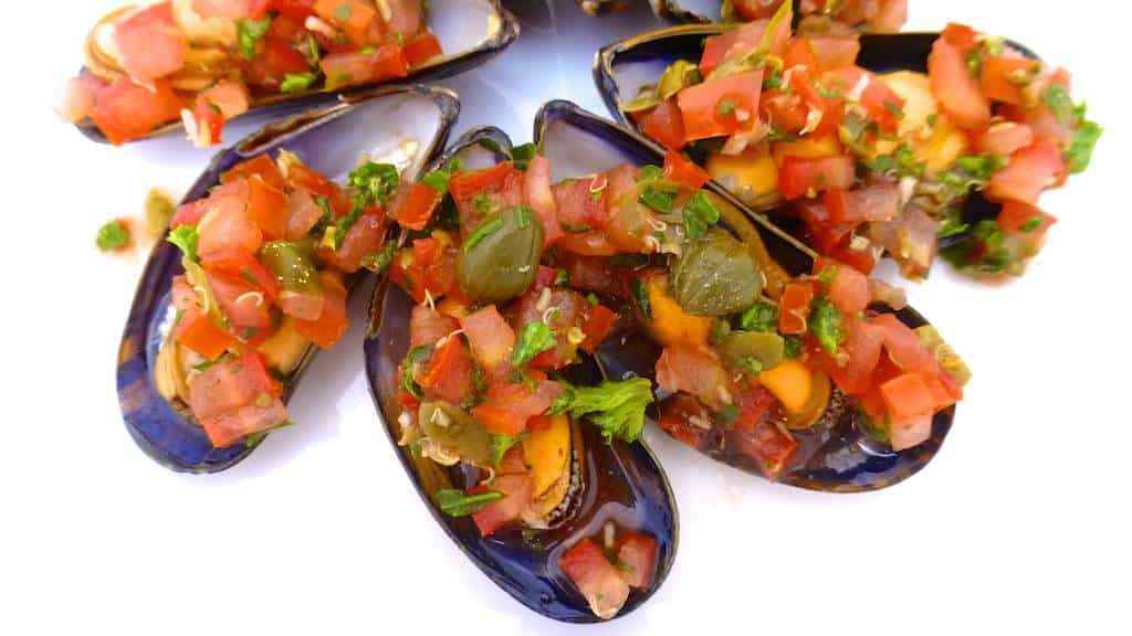 Now here's a super tasty cold appetizer: mussels vinaigrette recipe or cooked mussels topped with a fresh tomato bruschetta!