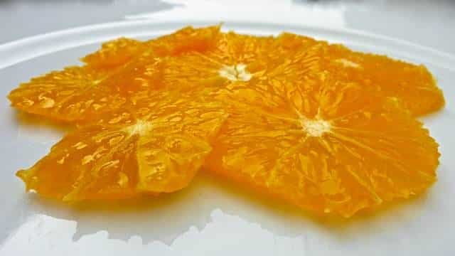 This orange carpaccio is such a simple but very classy looking dessert... And it is ready in 10 minutes! The perfect last-minute dessert...
