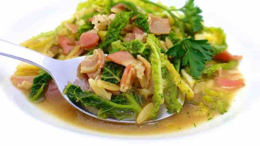 Here's my wholesome recipe for cabbage soup with cooked Greek pasta, fresh rosemary and salty bacon: a chunky meal soup...