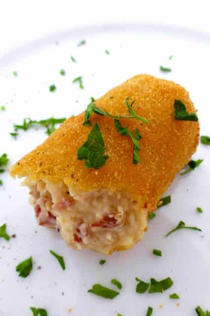 Another delicious Spanish delicacy I just had to try to make at home:croquetas de jamon! Or crunchy creamy ham croquettes...