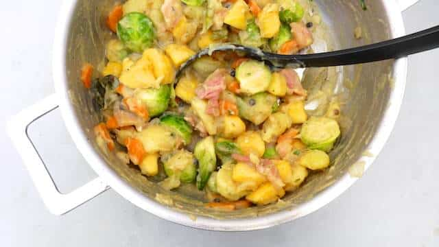 A savory hutsepot recipe, a Flemish vegetable stew with smashed potatoes, carrots, bacon, Brussels sprouts and turnips! And a sizzling baked sausage...