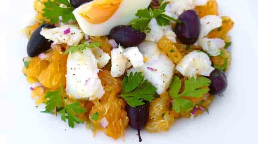 Remojon Andaluz: what a refreshing Spanish salad! It contains fresh oranges, boiled eggs, black olives and delicious salt cod!