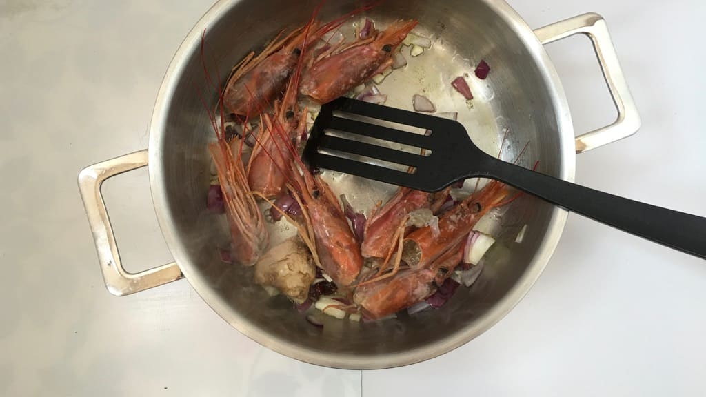 Do you throw away fresh prawn heads? See what a gorgeous creamy prawn head soup you can make with it!