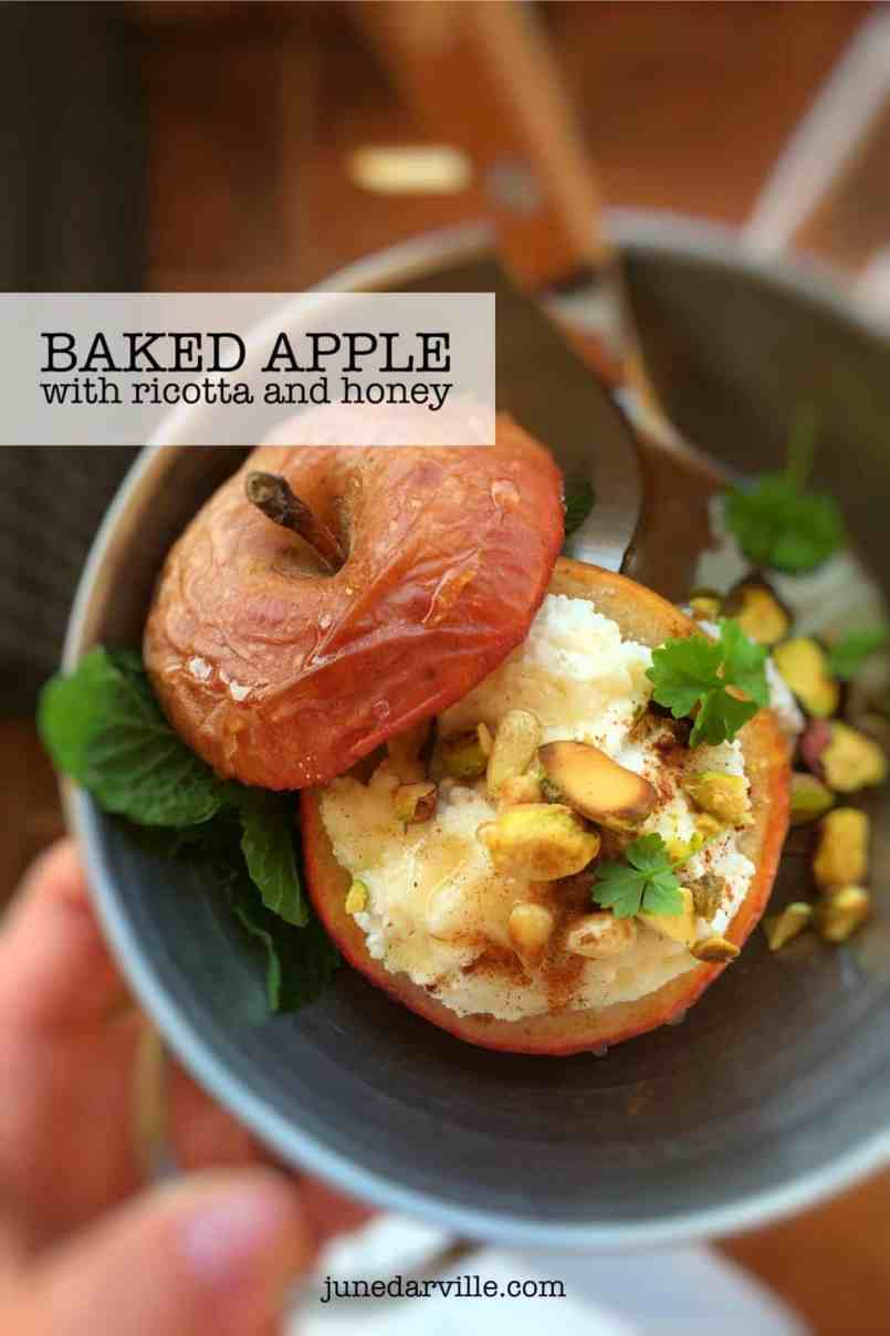What I like so much about this baked apple dessert is how light and simple it is, the perfect ending for a healthy lunch or dinner!