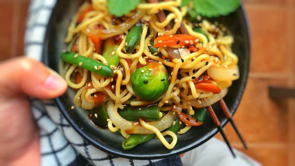 Craving a quick and easy Asian dish for dinner? Here's my 10-minute stir fried Chinese egg noodles with vegetables in oyster sauce!