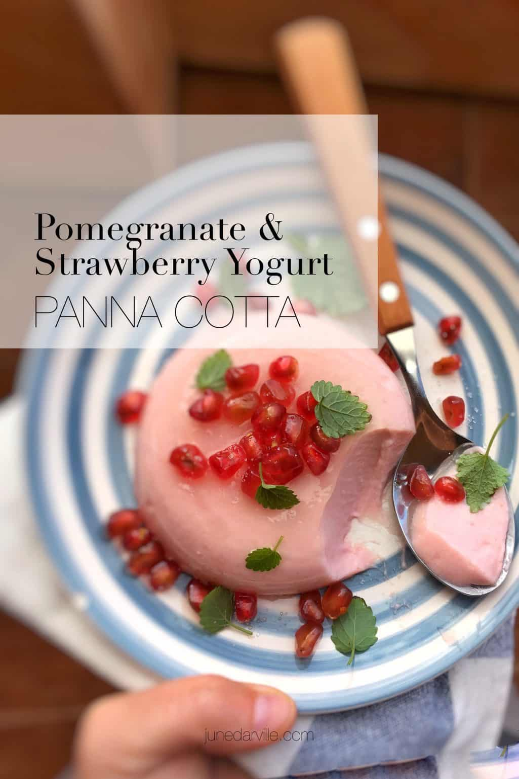 Are you like me not good at making dessert? Then try this super easy strawberry yogurt panna cotta with pomegranate and wow your guests!