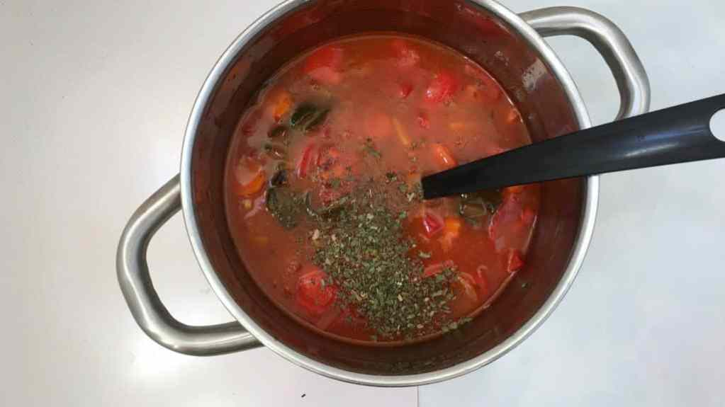 My chunky Italian tomato meatball soup: winter comfort food at its best! A hot soup with fresh tomatoes, sage, carrots and meatballs...