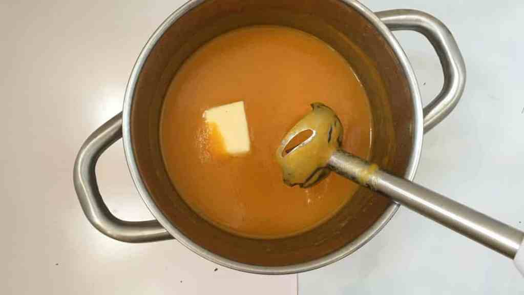 Orange, vanilla and sage... most surprising flavors for this carrot soup recipe - it really works! Served hot or chilled: your choice!