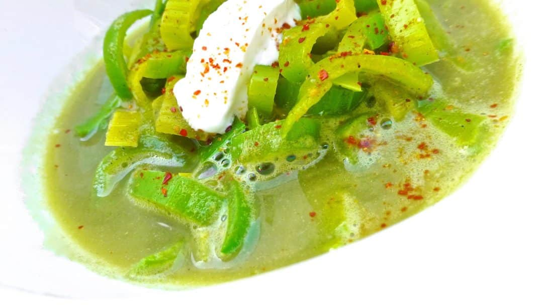 Check out this silky smooth leek soup with avocado and crunchy bacon prepared in my fabulous KitchenAid Cook Processor: video recipe!