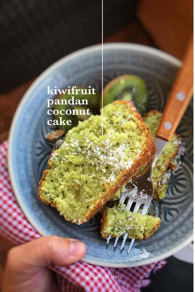What a fluffy tea cake do we have here: this kiwi cake with pandan and grated coconut is so delicious! And highly addictive... It didn't last for 24 hours!