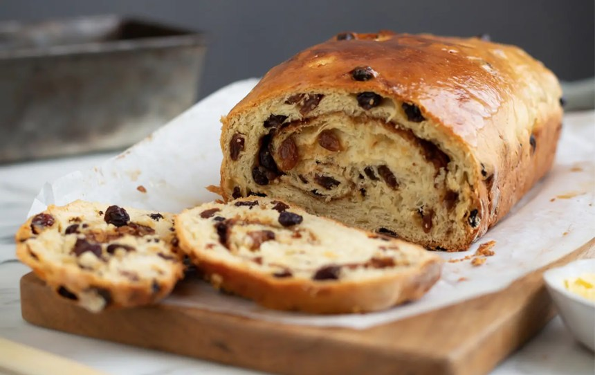 Are you looking for a cool weekend baking challenge? Then you should check out these 20 funky bread recipes with a twist, both sweet and savory!