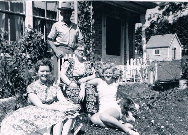 June with her parents and sister Helen Rose