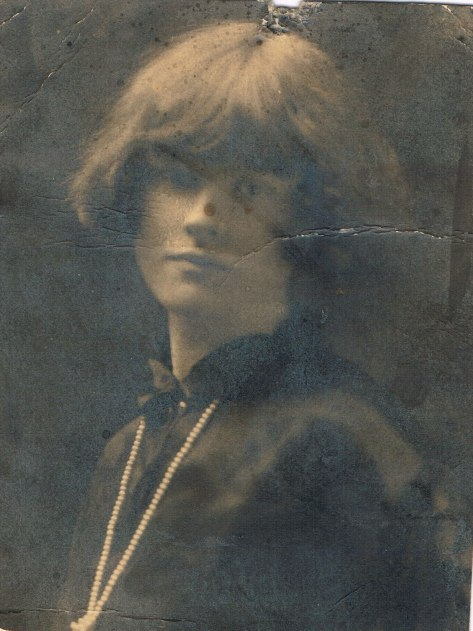 Rita MacKenzie Mobbs Eikhoud as a young woman in the 1920s