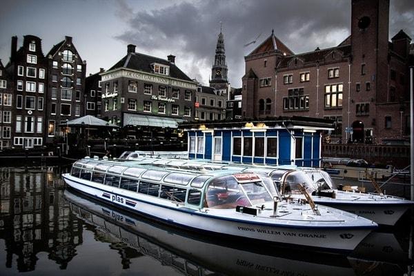 BierbootAmsterdamPartybootJunggesellenabschied  Junggesellenabschied Ideen Aktivitten