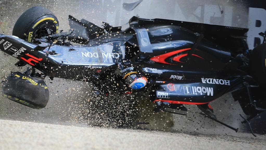 Fernando_Alonso_Crash_Melbourne_2016 Junior ESTACA Paris Saclay article sécurité