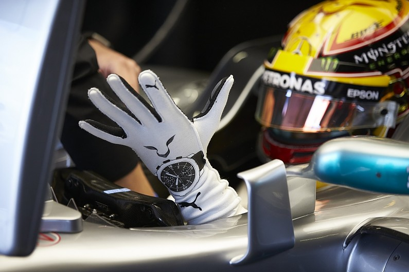 Lewis_Hamilton_Glove_Formula1 unior ESTACA Paris Saclay article sécurité