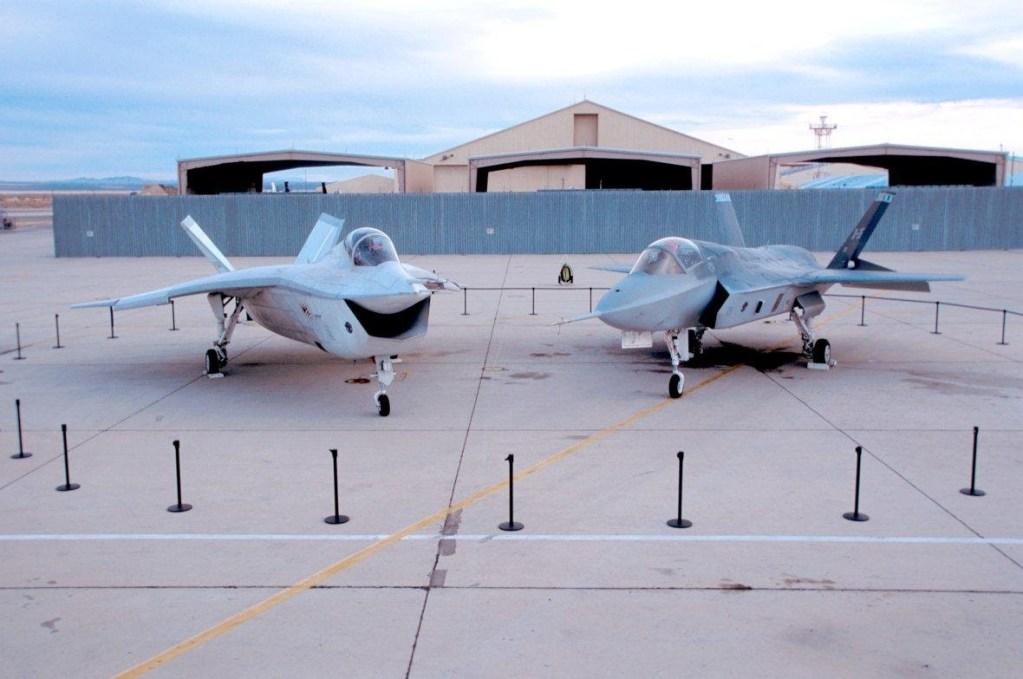 Image montrant le X-35 et le X-32 de Boeing