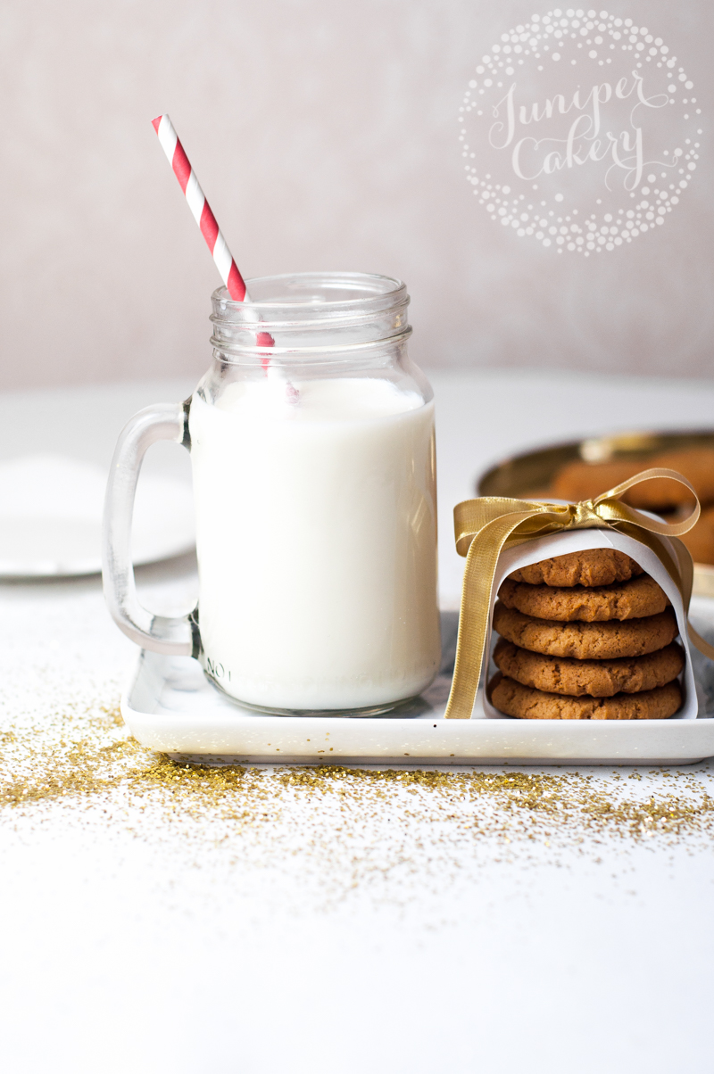 Recipe for soft and chewy gingerbread cookies - perfect for Christmas