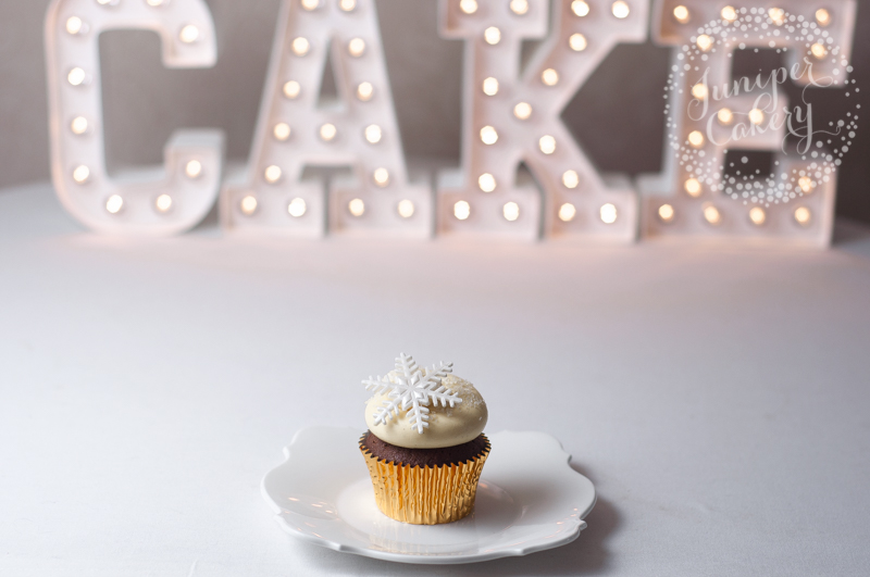 Festive Christmas cupcake by Juniper Cakery