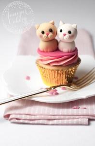 Tutorial: Valentine's Day Love Cats Cupcake!