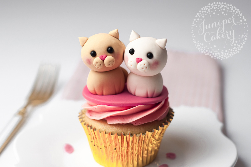Cute Valentine's Love Cats cupcake tutorial by Juniper Cakery