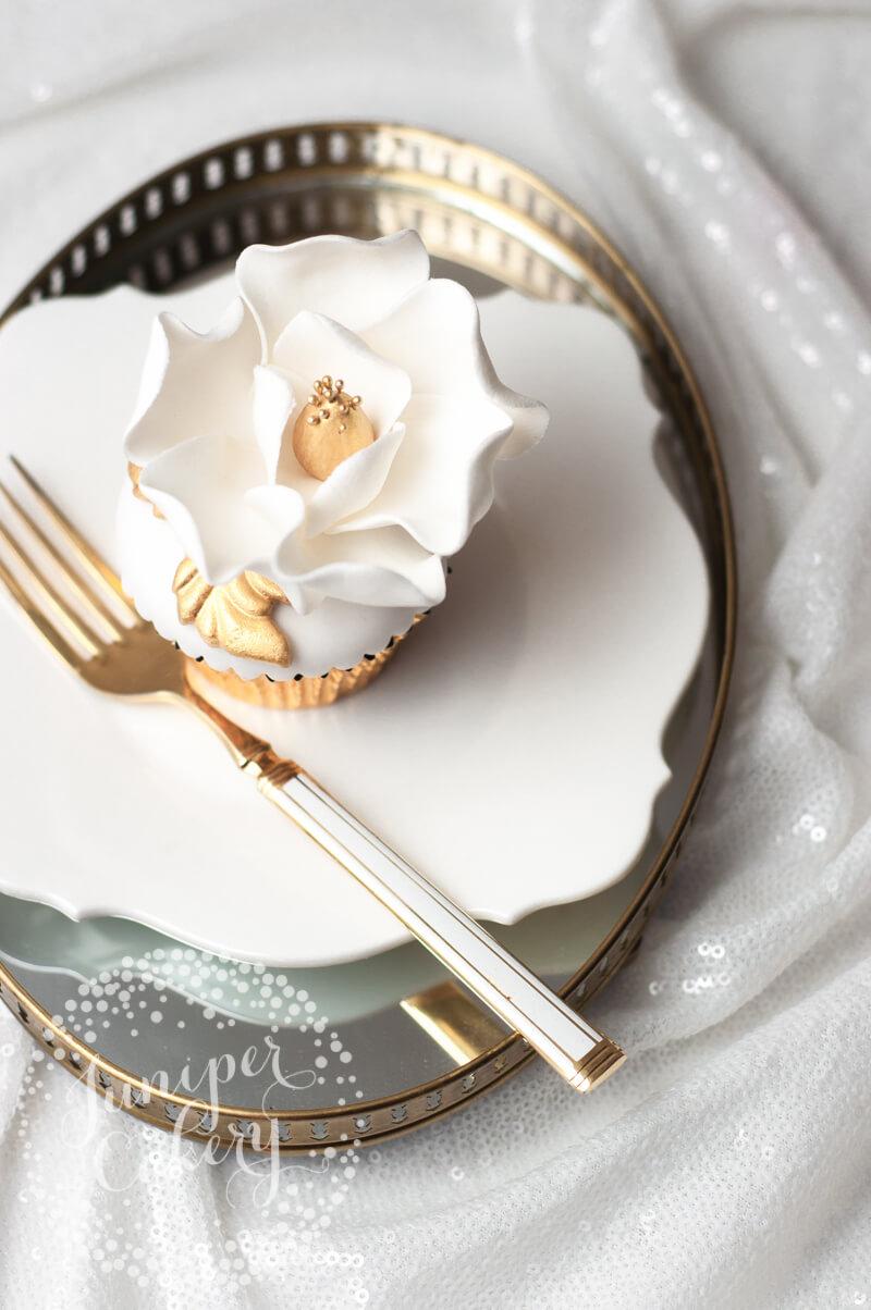 Magnolia cupcake tutorial by Juniper Cakery