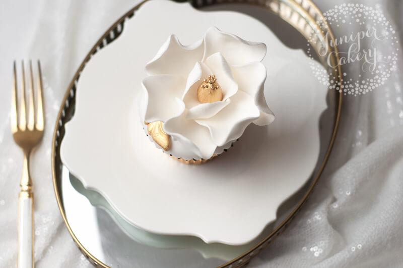 Golden magnolia cupcake tutorial by Juniper Cakery
