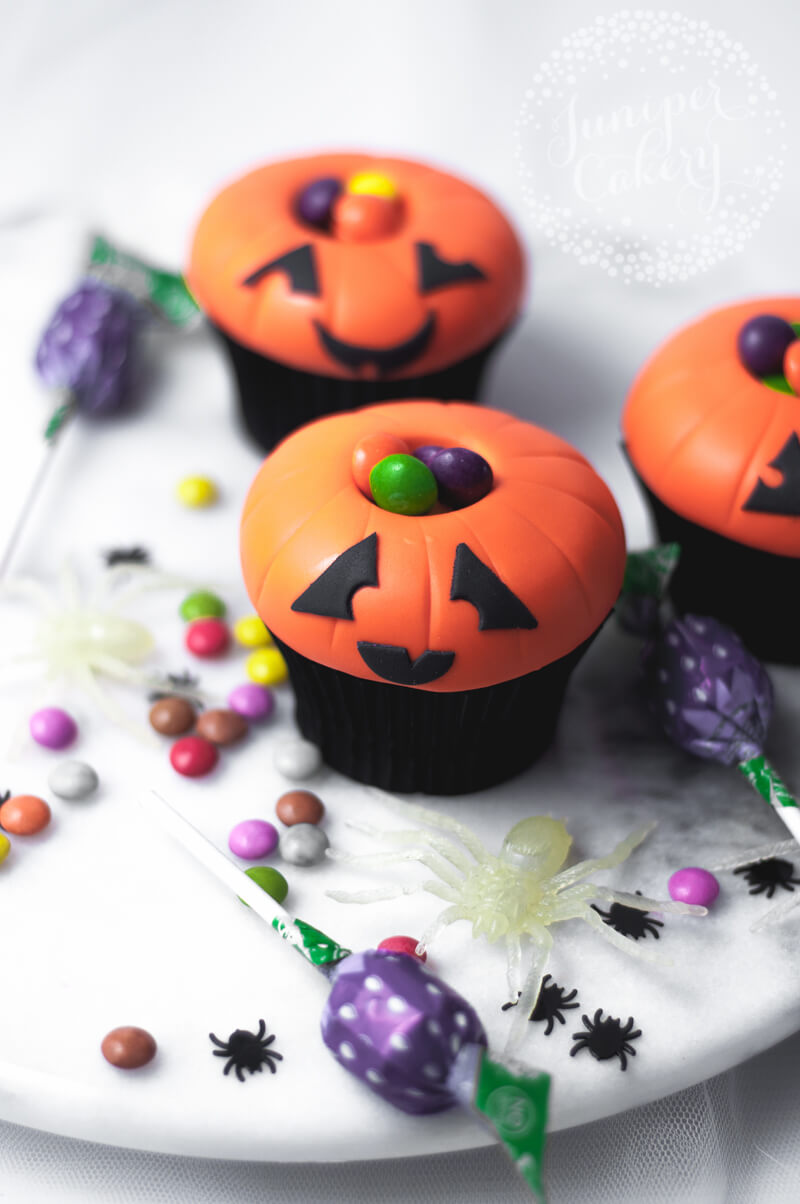 Candy filled Jack O Lantern cupcake tutorial by Juniper Cakery