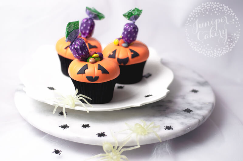 Simple and fun candy stuffed Jack O Lantern cupcake tutorial by Juniper Cakery