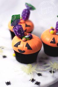 Halloween Tutorial: Jack O'Lantern Candy Cupcakes!