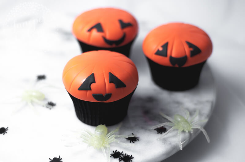 Fun Jack O Lantern cupcake tutorial by Juniper Cakery