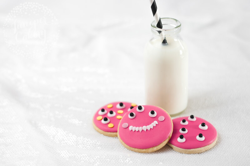 Simple monster cookies tutorial for Halloween parties